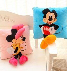 Oreiller enfant Mickey bleu ou  Minnie rose